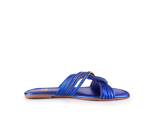 sandalia-rasteira-azul-metalizada-lateral